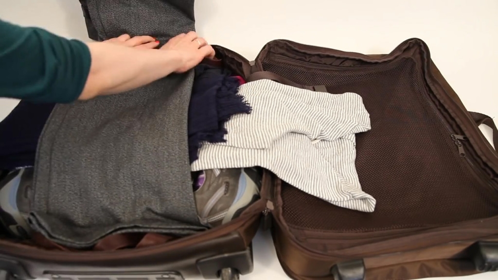 12 Travel Packing Tips Howdini Hacks.mp4.Still005