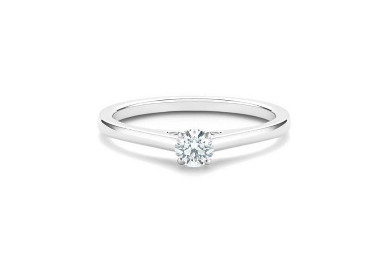 名牌線戒推介:DB Classic鉑金0.20克拉圓形鑽石戒指 HKD19,000