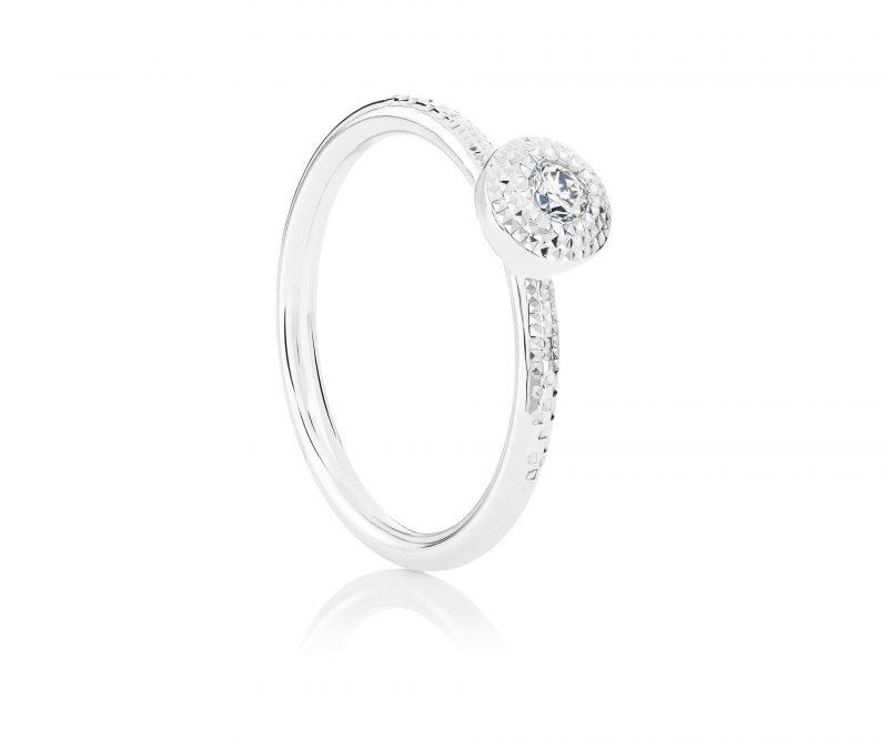 名牌線戒推介:TALISMAN白金圓形明亮式切割鑽石戒指 HKD14,000