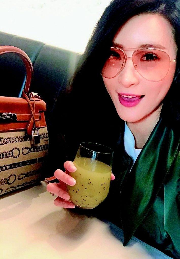 Hermès Kelly Bag 約20萬 圖片來源:Instagram@rosinaiam