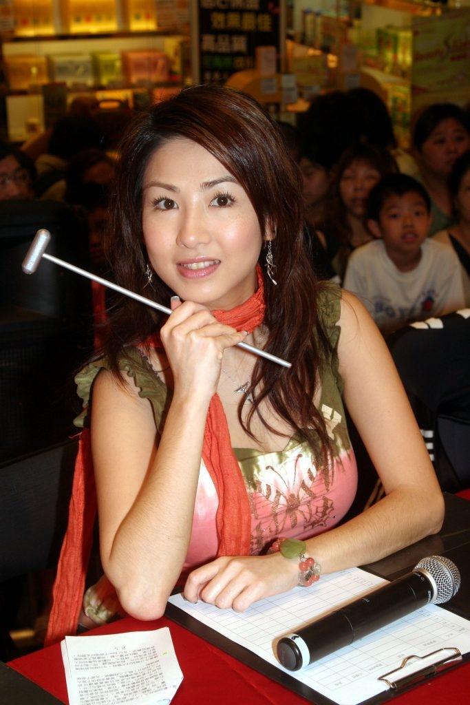 曾擔任香港綜藝節目《殘酷一叮》的「殘酷大使」。圖片來源:東星娛樂