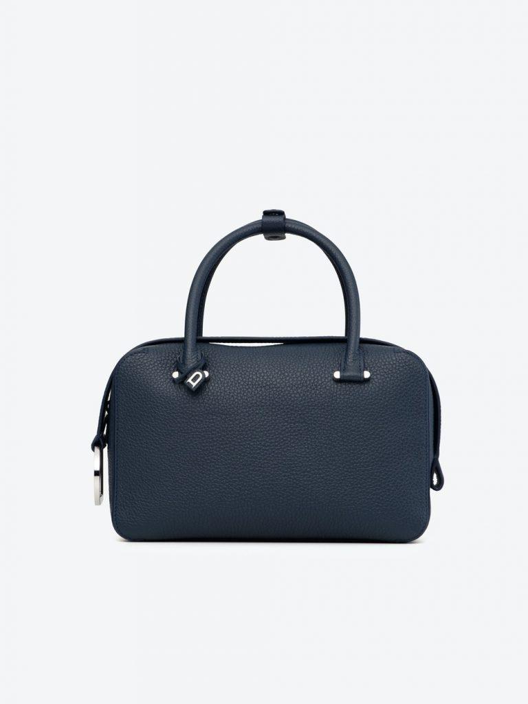 Cool Box MM Taurillon Soft Navy HK$ 26,800(圖片來源:官網)