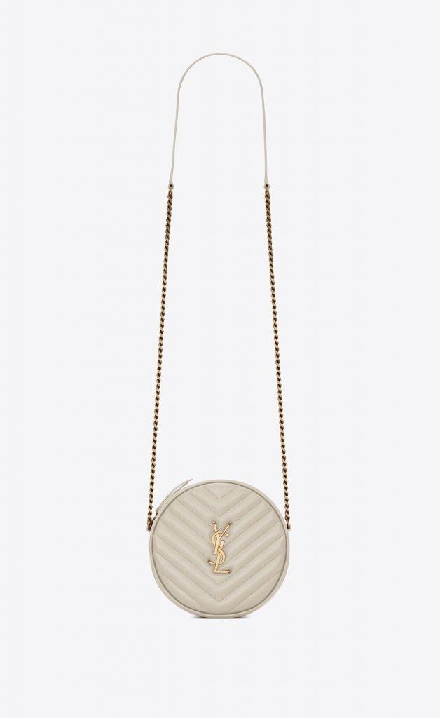10款時尚復古小圓袋推薦 Saint Laurent VINYLE ROUND CAMERA BAG HK,900 (圖片來源:Saint Laurent)